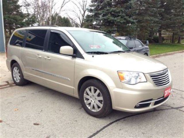 2014 chrysler town and country touring belmont ontario used car for sale 2335176. Black Bedroom Furniture Sets. Home Design Ideas