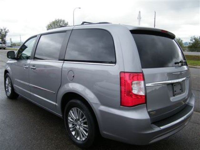 2015 chrysler town and country touring l calgary alberta used car for sale 2336723. Black Bedroom Furniture Sets. Home Design Ideas
