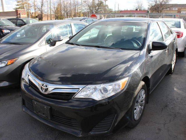 2014 toyota camry le brampton ontario used car for sale 2342619. Black Bedroom Furniture Sets. Home Design Ideas