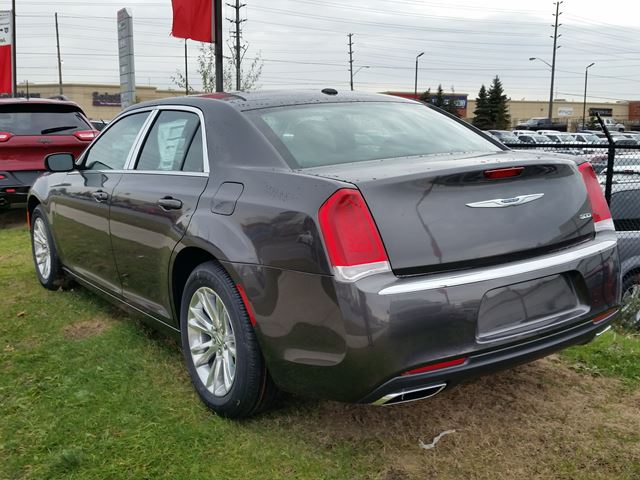 2016 chrysler 300 touring 90th anniversary vaughan ontario car for sale 2343212. Black Bedroom Furniture Sets. Home Design Ideas