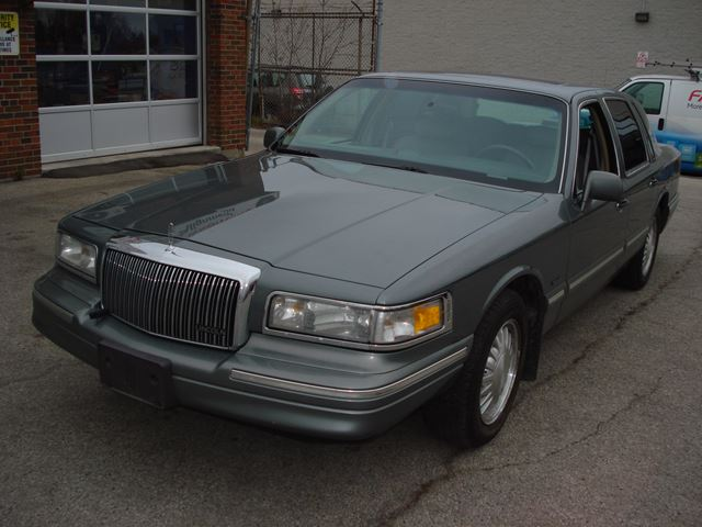 used 1997 lincoln town car signature scarborough. Black Bedroom Furniture Sets. Home Design Ideas