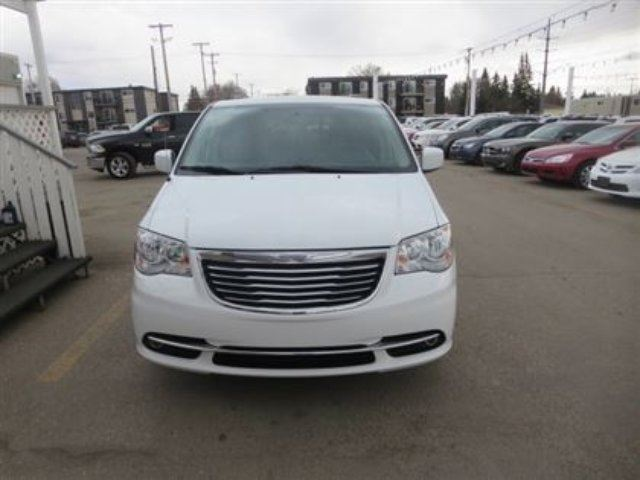 2014 chrysler town and country touring l saskatoon. Black Bedroom Furniture Sets. Home Design Ideas