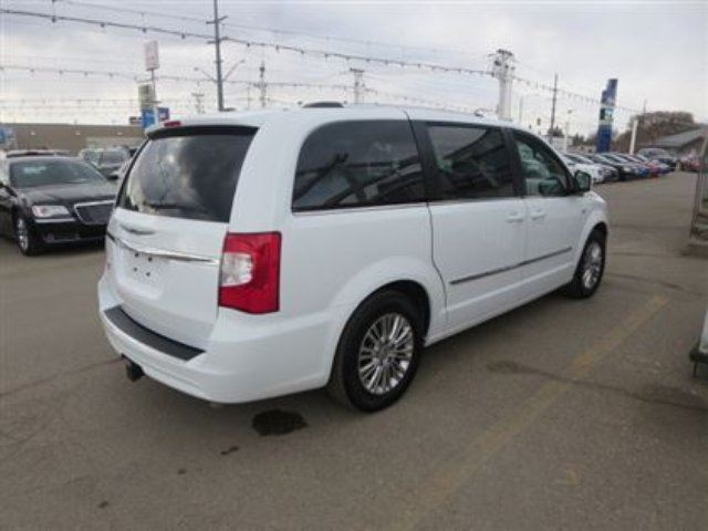 2014 chrysler town and country touring l saskatoon saskatchewan car for sale 2359823. Black Bedroom Furniture Sets. Home Design Ideas