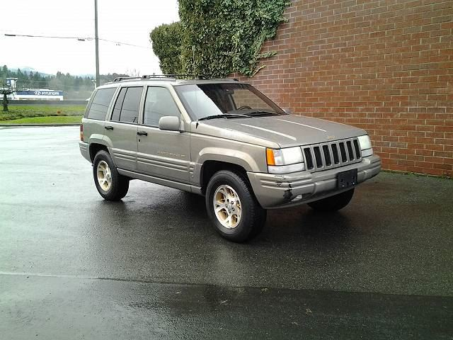 1997 JEEP GRAND CHEROKEE Limited 4WD in Koksilah, British Columbia