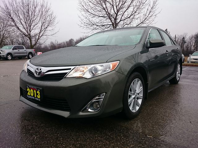 2013 toyota camry se green whitby toyota company. Black Bedroom Furniture Sets. Home Design Ideas