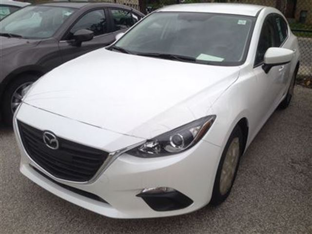 2015 mazda mazda3 sport gs model with convenience pkg white yorkdale dufferin mazda. Black Bedroom Furniture Sets. Home Design Ideas