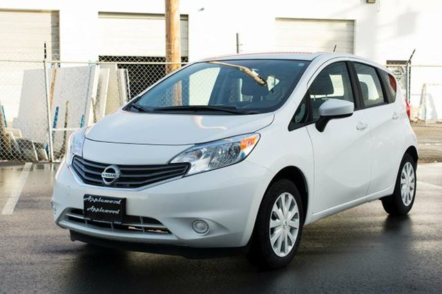 2015 nissan versa 1 6 sv 4dr hatchback white applewood. Black Bedroom Furniture Sets. Home Design Ideas