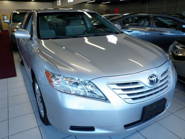 2009 toyota camry le silver au touch approved. Black Bedroom Furniture Sets. Home Design Ideas