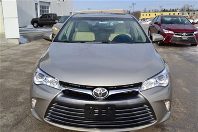 2016 toyota camry xle 4 cylinder 6 speed automatic collingwood ontario used car for sale. Black Bedroom Furniture Sets. Home Design Ideas