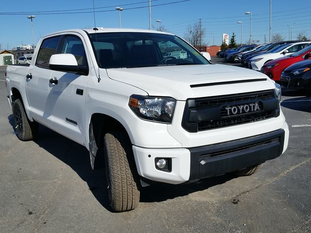 2016 toyota tundra sr5 brampton ontario car for sale 2411270. Black Bedroom Furniture Sets. Home Design Ideas