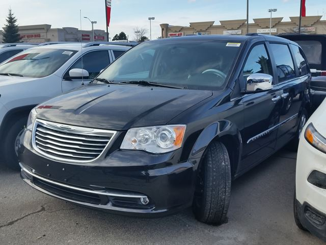 2016 Chrysler Town and Country Limited in Vaughan, Ontario