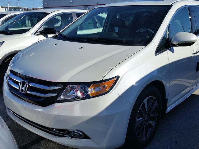 2016 honda odyssey touring white whitby oshawa honda new. Black Bedroom Furniture Sets. Home Design Ideas