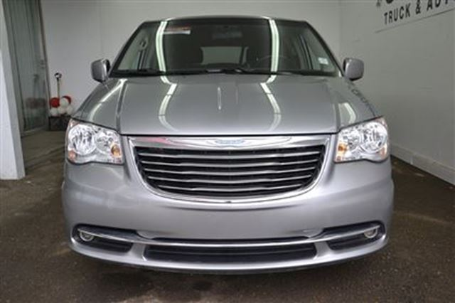 2014 chrysler town and country touring edmonton alberta used car for sale 2417457. Black Bedroom Furniture Sets. Home Design Ideas