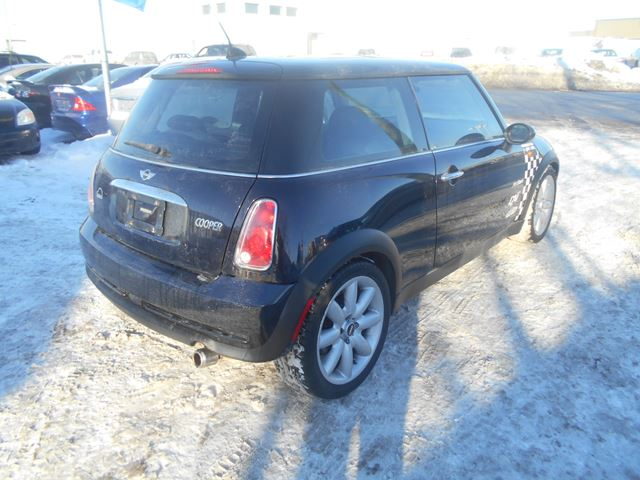2006 mini cooper base black for 5995 in ottawa. Black Bedroom Furniture Sets. Home Design Ideas