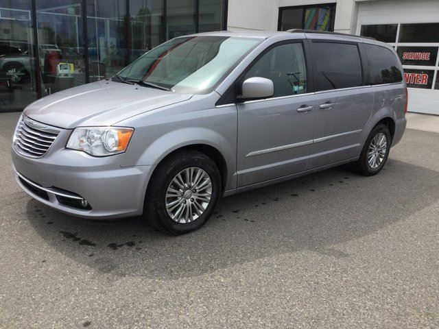 2015 CHRYSLER TOWN AND COUNTRY Touring-L in Prince George, British Columbia
