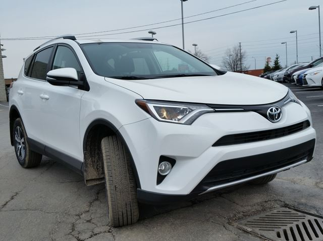 2016 toyota rav4 xle brampton ontario car for sale 2435017. Black Bedroom Furniture Sets. Home Design Ideas