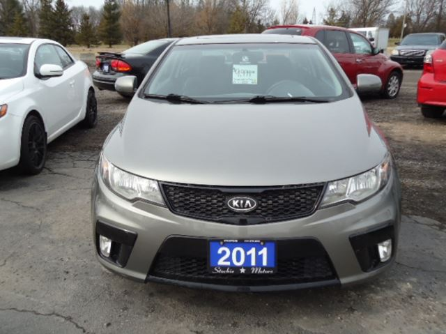 2011 kia forte koup stratford ontario used car for sale 2442302. Black Bedroom Furniture Sets. Home Design Ideas