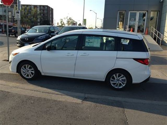 2016 mazda mazda5 gs toronto ontario used car for sale 2443821. Black Bedroom Furniture Sets. Home Design Ideas