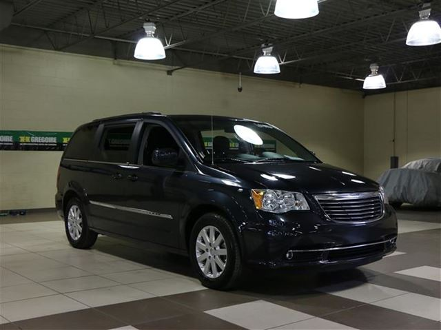 2014 chrysler town and country touring tv dvd stow 39 n go camera recul saint leonard quebec car. Black Bedroom Furniture Sets. Home Design Ideas