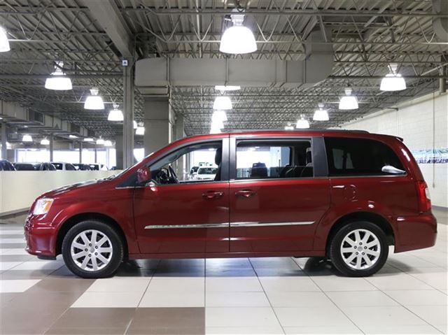 2014 chrysler town and country touring stow 39 n go tv dvd 7pass camera recul saint leonard. Black Bedroom Furniture Sets. Home Design Ideas