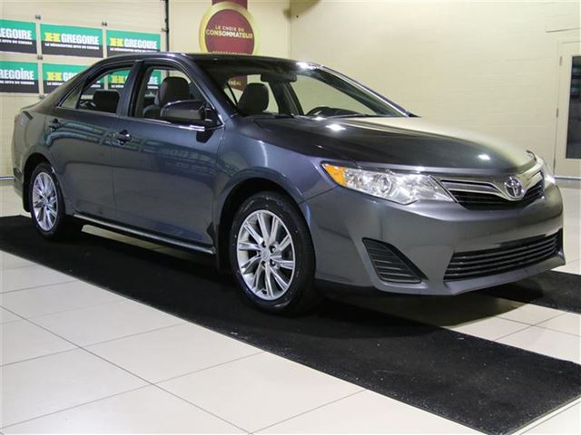 2014 Toyota Camry SE AUTO A/C TOIT CAMERA RECUL MAGS in Saint-Leonard, Quebec