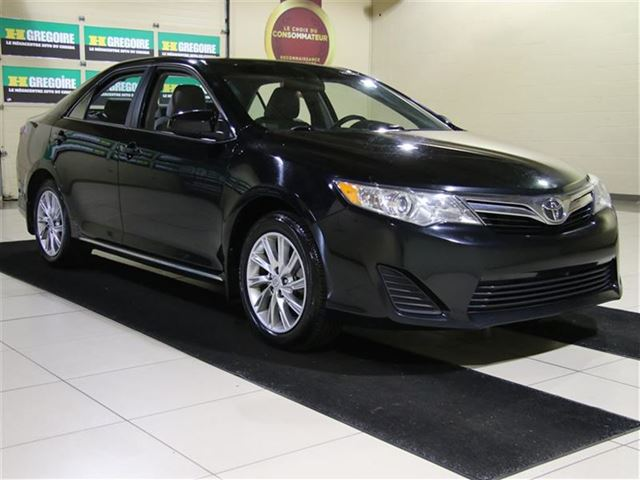 2014 Toyota Camry LE TOIT MAGS in Saint-Leonard, Quebec