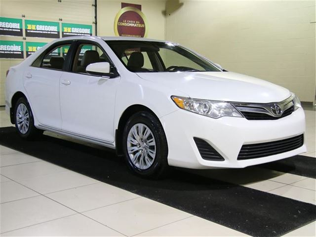 2014 Toyota Camry LE AUTO A/C CAMERA RECUL MAGS in Saint-Eustache, Quebec