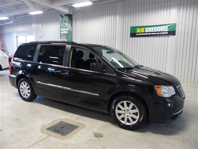 2015 chrysler town and country touring chicoutimi quebec used car for sale 2451280. Black Bedroom Furniture Sets. Home Design Ideas
