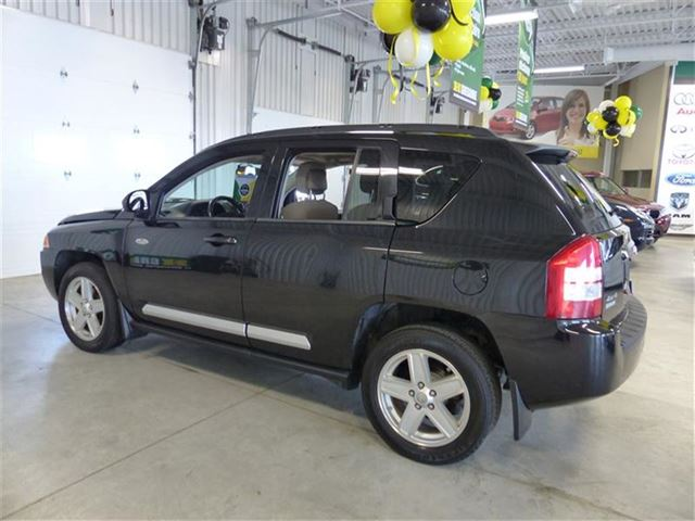 2010 jeep compass north 4x4 chicoutimi quebec car for sale 2451298. Black Bedroom Furniture Sets. Home Design Ideas