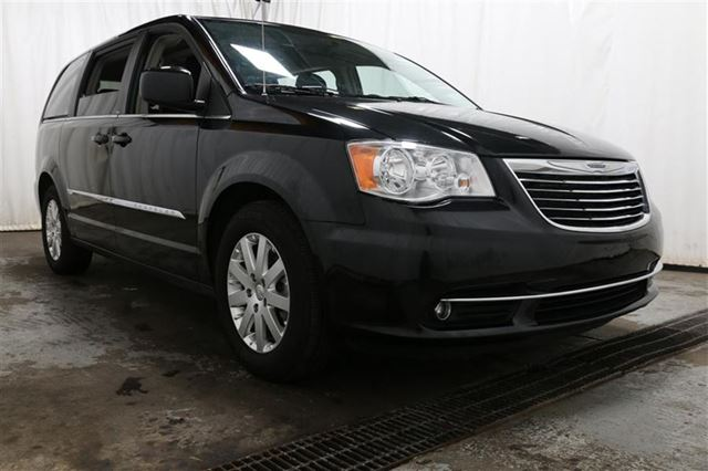 2013 CHRYSLER TOWN AND COUNTRY TOURING TV/DVD STOW'N GO 7PASS CAMERA RECUL in Carignan, Quebec