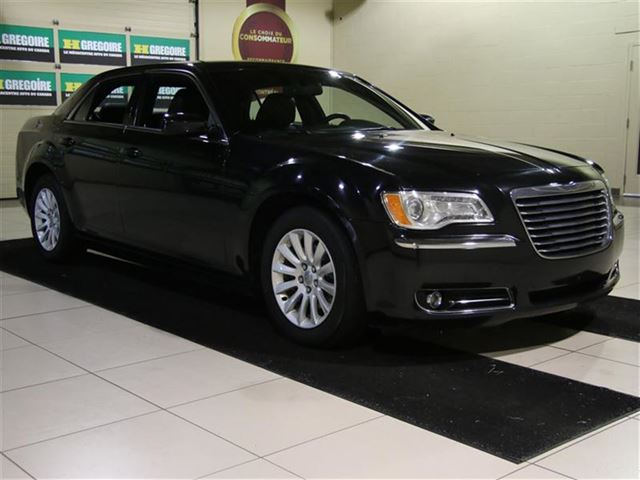 2014 CHRYSLER 300 TOURING AUTO A/C CUIR GR n++LECT MAGS in Carignan, Quebec