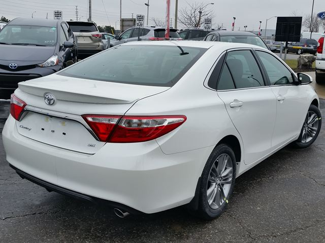 2016 toyota camry se white for 27760 in brampton. Black Bedroom Furniture Sets. Home Design Ideas