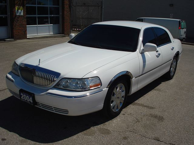 2004 lincoln town car ultimate scarborough ontario car for sale 2456934. Black Bedroom Furniture Sets. Home Design Ideas