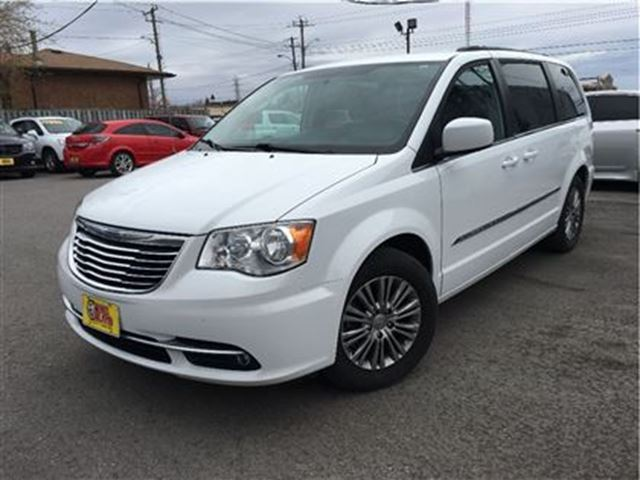 2014 chrysler town country touring l nice trade in leather sunroof white two guys quality. Black Bedroom Furniture Sets. Home Design Ideas