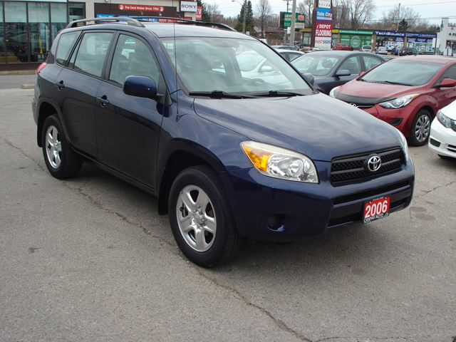 2006 toyota rav4 base 4wd alloy wheels scarborough ontario car for sale 2463318. Black Bedroom Furniture Sets. Home Design Ideas