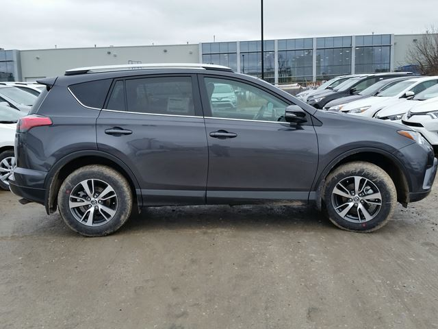 2016 toyota rav4 xle awd brampton ontario car for sale 2465525. Black Bedroom Furniture Sets. Home Design Ideas