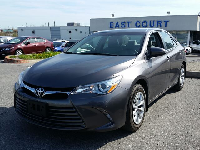 2015 toyota camry scarborough ontario used car for sale 2467503. Black Bedroom Furniture Sets. Home Design Ideas