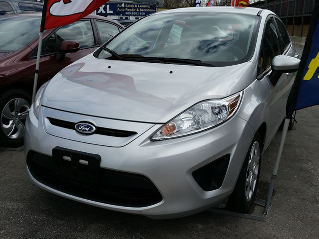 2013 ford fiesta se silver quixl auto sales and leasing. Black Bedroom Furniture Sets. Home Design Ideas