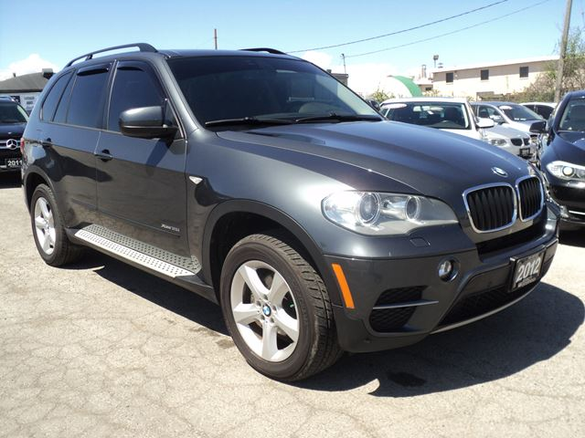 2012 bmw x5 35i panoramic sun roof oakville ontario used car for sale 2487590. Black Bedroom Furniture Sets. Home Design Ideas
