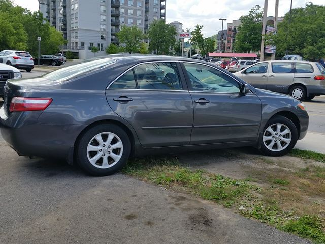 2007 toyota camry le sunroof grey for 6295 in dundas. Black Bedroom Furniture Sets. Home Design Ideas