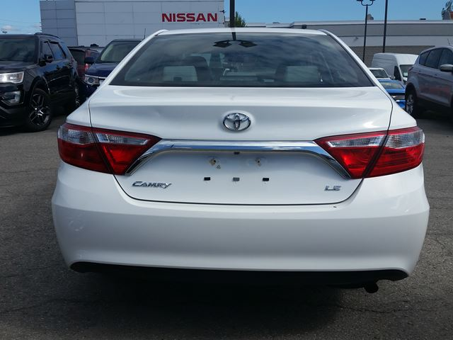 2015 toyota camry le 62 wk 2 5l i 4 white scarborough ontario car for sale 2523400. Black Bedroom Furniture Sets. Home Design Ideas