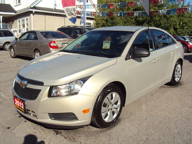 2012 chevrolet cruze new tires fully loaded automatic beige envoy auto sales. Black Bedroom Furniture Sets. Home Design Ideas