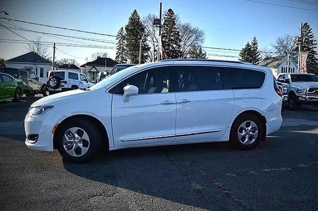 used 2017 chrysler pacifica touring l plus st thomas. Black Bedroom Furniture Sets. Home Design Ideas