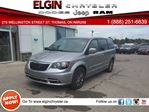 2015 Chrysler Town and Country S***DVD,B-up Cam,Navi,Bluetooth*** in St Thomas, Ontario