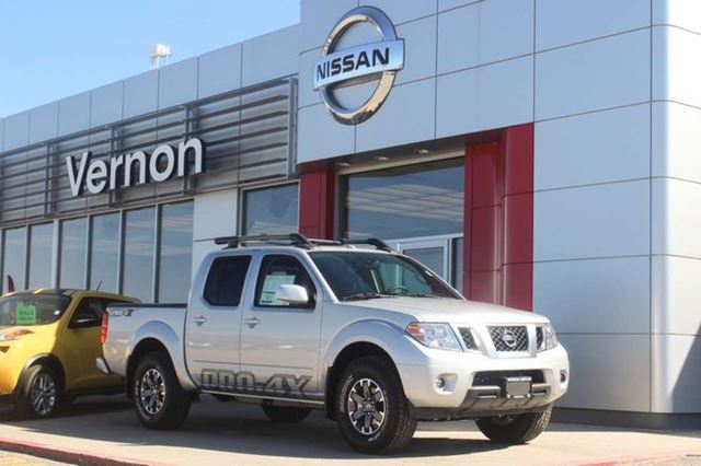 2016 NISSAN Frontier PRO-4X Crew Cab with Leather Package in Vernon, British Columbia