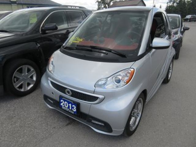 2013 SMART FORTWO GAS MISER 'GREAT VALUE' 2 PASSENGER DOHC ENGINE in Bradford, Ontario