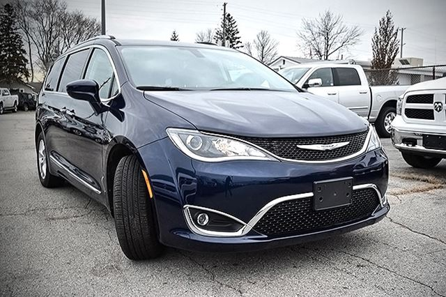 2017 chrysler pacifica touring l plus st thomas ontario car for sale 2572513. Black Bedroom Furniture Sets. Home Design Ideas