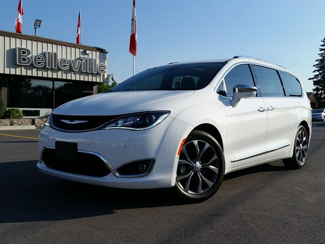 2017 Chrysler Pacifica Limited-tow package, dvd/blu-ray in Belleville, Ontario