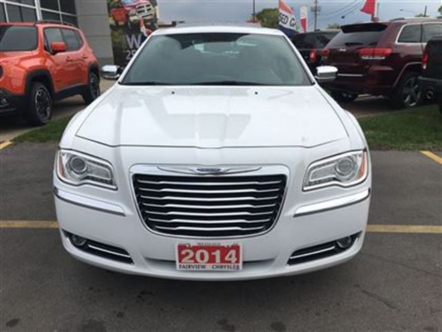 2014 chrysler 300 awd this car is like new burlington ontario used car for sale 2583006. Black Bedroom Furniture Sets. Home Design Ideas