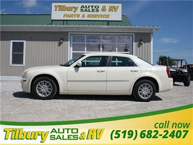 2009 CHRYSLER 300 Touring- Certified, E Tested, Low KMs, Very Clean in Tilbury, Ontario